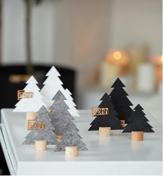 Oohh Design Kleine Weihnachtsbäume schwarz Filz auf Sockel
